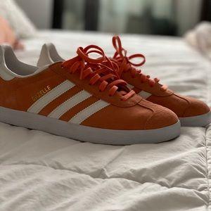 Adidas Gazelle Coral Suede Size 9 Women's
